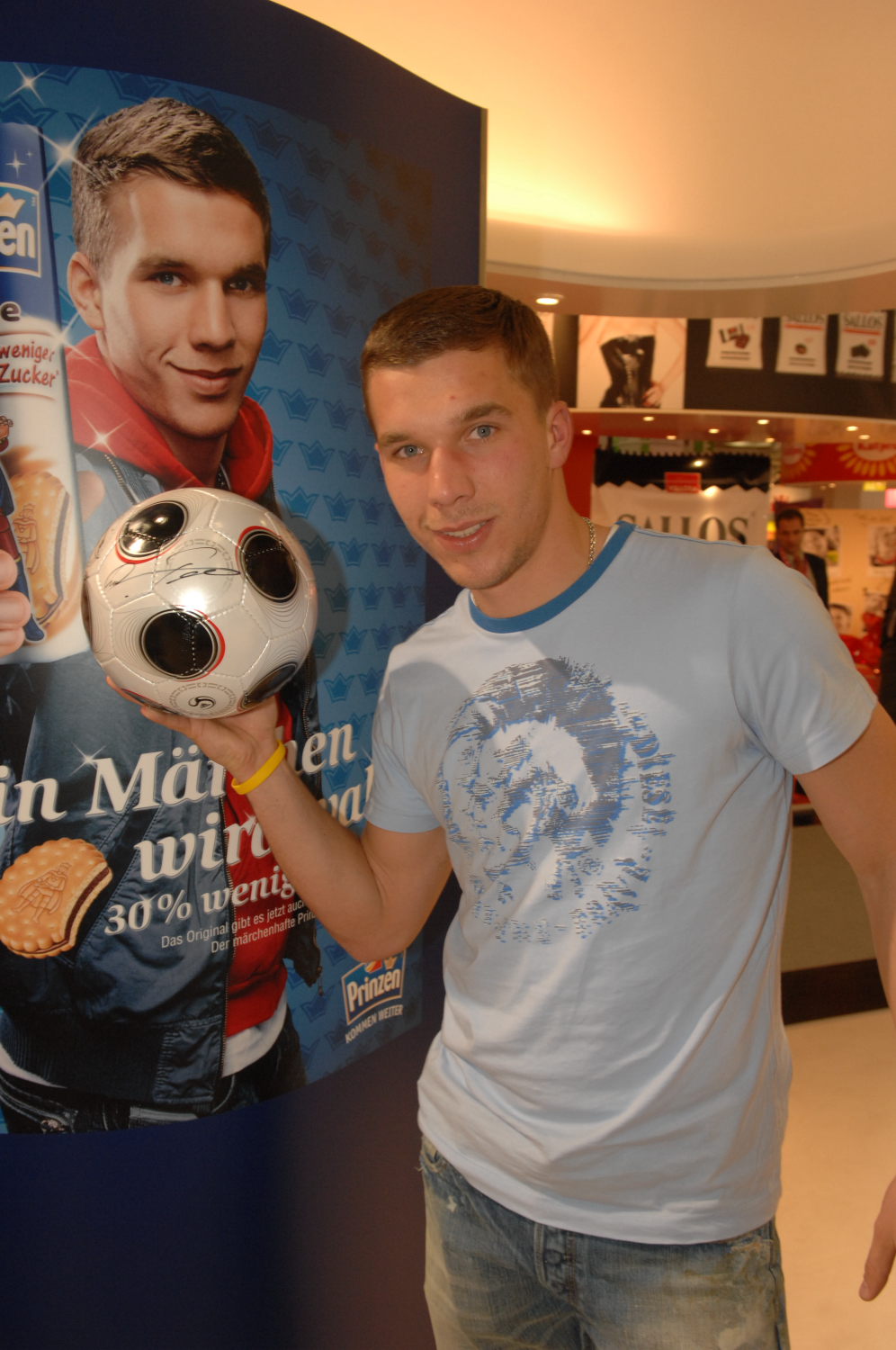 http://bayernmkd.files.wordpress.com/2008/06/poldi_12.jpg